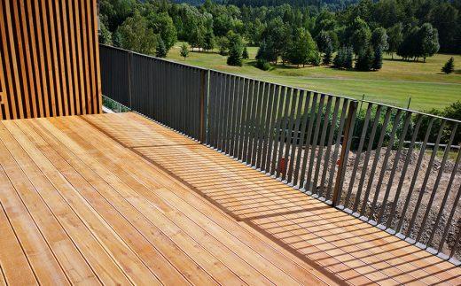Drevené terasy poskytujú všetko potrebné pohodlie