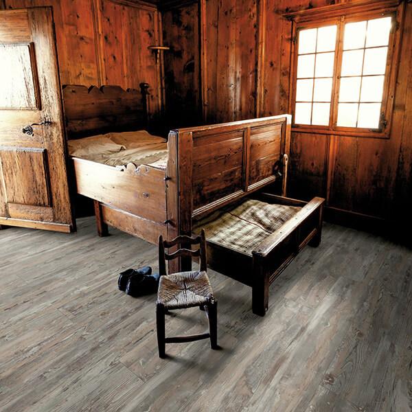 Laminatova podlaha 3245 DUB HISTORIC SWPNOB3245/4